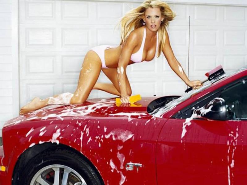 засветы голые девушка моет авто глядя