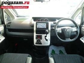 ������ Toyota Voxy, 2012 ����