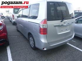 Купить Toyota Noah, 2010 года