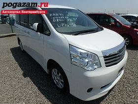 Купить Toyota Noah, 2011 года