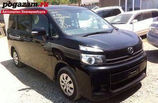 Купить Toyota Voxy, 2010 года