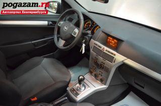 Купить Opel Astra, 2010 года